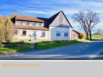 Teilrenoviertes Bauernhaus mit großem Grundstück und viel Potential