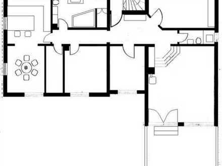Neuwertige 4,5-Zimmer-Wohnung mit Balkon und Einbauküche in Steinsdorf