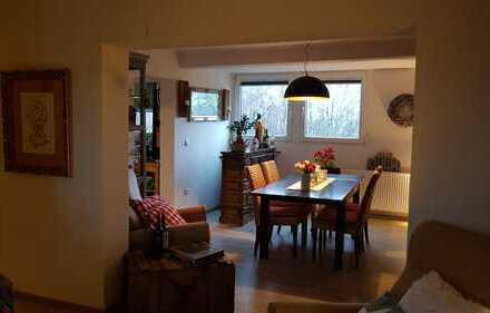 Sanierte Eigentumswohnung mit 6 Zimmern in Essen Huttrop, kurzfr. bezugsbereit