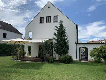 Traumhafte Gepflegte Villa mit 5 Zimmern und EBK in Augsburg-Haunstetten und herrlichem Garten