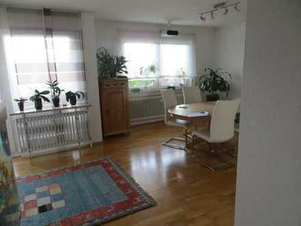 Großzügig geschnittene 2-Zimmer-Wohnung mit Balkon und EBK