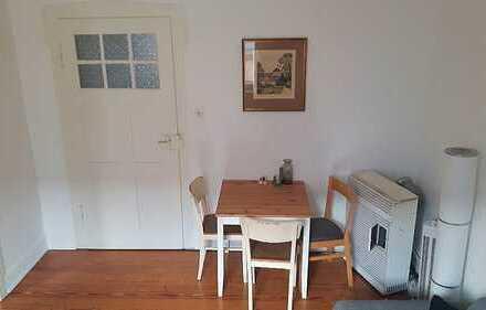 Schöne und ruhige 2-Zimmer-Altbauwohnung in Zentrumsnähe
