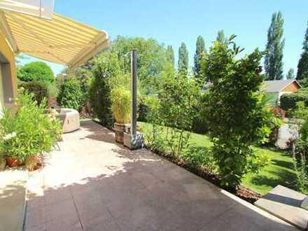 ***Wunderschönes Einfamilienhaus mit großem Garten, 2 Terrassen und Garage***