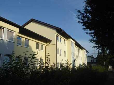 ruhige, sofort bezugsfähige und neu renovierte 2,5-Zimmer-Wohnung mit EBK in Marbach