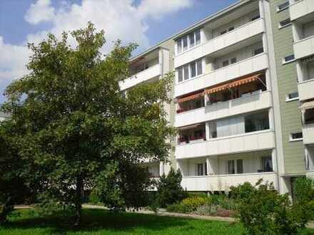 Sanierte Wohnung mit grünem Innenhof