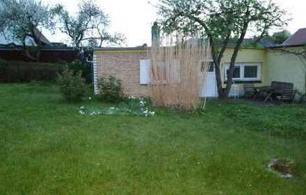 Tierfreundliche/r Mitbewohner/in für kleines Häuschen mit Garten Gesucht