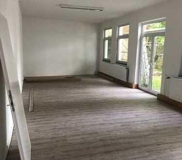 Renovierte Büroeinheit mitten in Aachen zu vermieten.