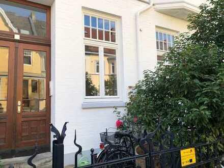 stilvolle 3,5-Zimmer-Erdgeschosswohnung mit Südbalkon und Garten