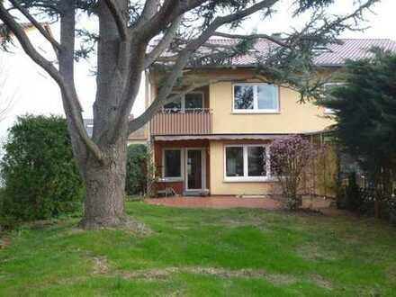 Doppelhaushälfte 140qm in Erlenbach am Main, mit Garage und Garten auf 426qm Grundstück