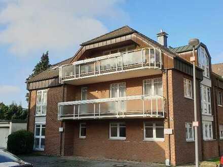 Schöne 4 Zimmerwohnung in gepflegtem 5-Parteienhaus mit zwei Balkonen und Kamin