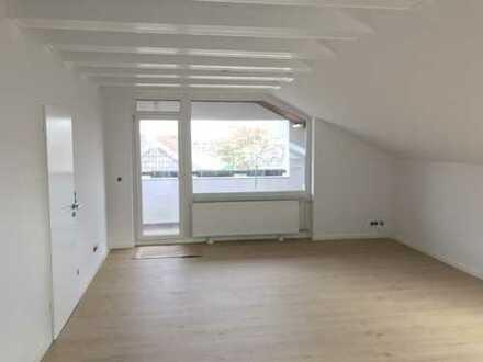 Erstbezug nach Sanierung mit Balkon: stilvolle 4,5-Zimmer-DG-Wohnung in Frankfurt