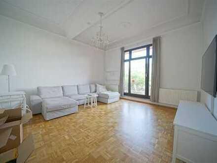 Großzügige 120 m2 Wohnung mit großer Küche und zwei Balkonen