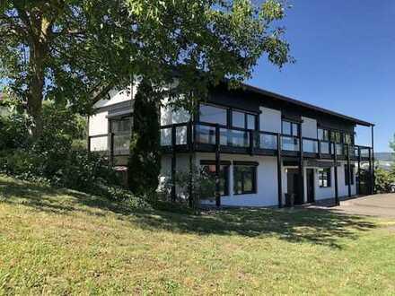 """Modernes """"HUF Haus"""" Büro/Wohngebäude mit Lagerflächen in schöner Stadtrandlage von Bad Camberg"""