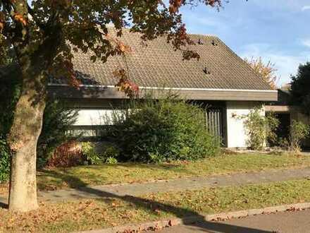 Lage, Lage, Lage! Freistehendes Einfamilienhaus mit Garage in sehr guter Lage von Xanten.