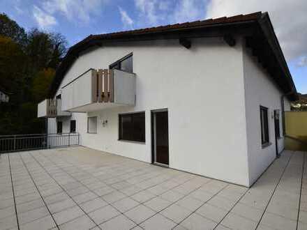 Idyllisch gelegene Maisonette-Wohnung mit großer Dachterrasse