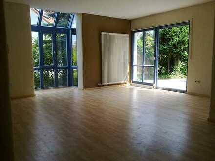 Provisionsfreie, moderne 3,5-Zimmer-Wohnung mit Terrasse, Garten und Küche in Ellwangen