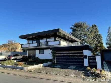 Mieten Sie dieses hübsche Haus mit Steingarten + mehreren Garagen in Wesseling zwischen Köln + Bon