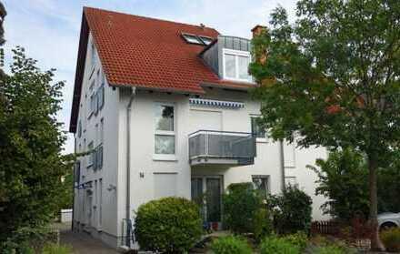 GroßzügigeFünf-Zimmer-Wohnung,140 m² Wohnfläche,mit luxuriöser Vollausstattung, Garten, Pkw-Stellpla