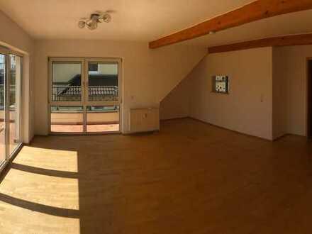 Provisionsfrei - Schöner Wohnen im 3-Fam.-Haus - Großzügige 4-ZKB-DG-Wohnung mit Blick ins Grüne
