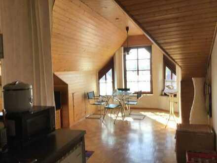 Gepflegte 2-Zimmer-DG-Wohnung mit Balkon und Einbauküche in Frankenthal (Pfalz)