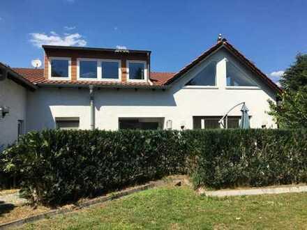 *Gemütliches Einfamilienhaus mit großen Garten und Pool in ruhiger aber zentraler Lage!*