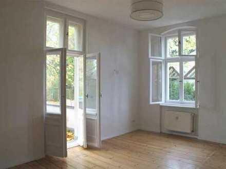 Stilvolle 2-Zimmer-Hochparterre-Wohnung mit Balkon und Einbauküche in Wannsee (Zehlendorf), Berlin