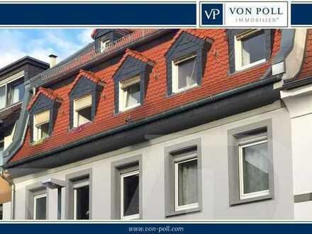 Gründerzeithaus mit neuem Mansardendach, Scheune zum Ausbauen
