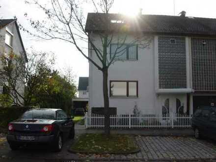 Gepflegte 2-Zimmer-Wohnung mit Balkon und EBK in Karlsruhe-Knielingen