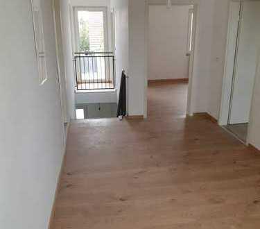 Erstbezug nach Sanierung: freundliche 4-Zimmer-Wohnung mit Balkon in Obersülzen