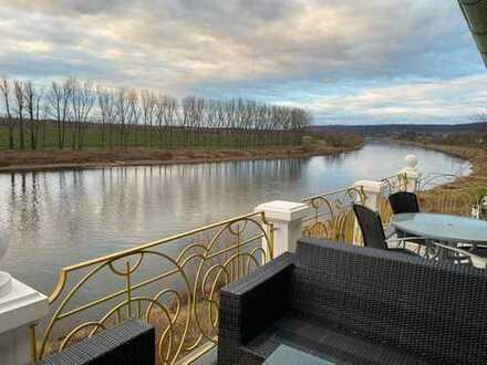 * top ausgestattete Dachwohnung mit großem Balkon und Traumblick *