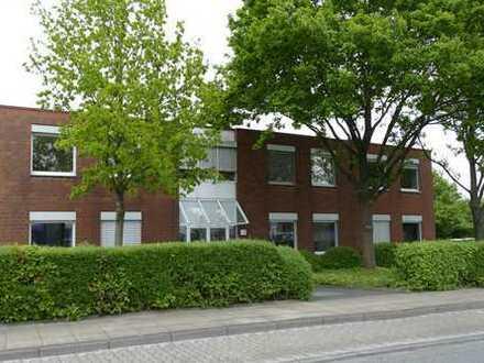 Gewerbehalle 2200 m2 mit Büroflächen und 25 Stellplätzen