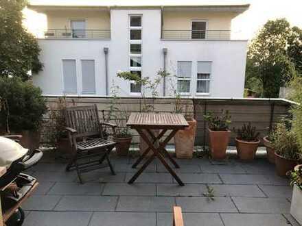 Helle 3-Zimmer-Terrassenwohnung mit Balkon und Einbauküche in Bonn