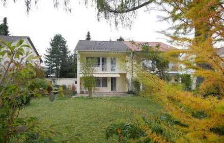 CASACONCEPT Südliches München Forstenrieder Doppelhaus-Hälfte mit schönem Südgrundstück und unverbau