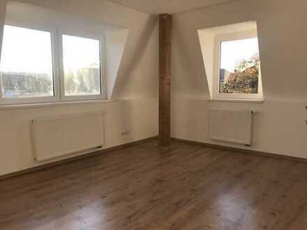 Gemütliche 2-Raum-Wohnung im Mansardengeschoß mitte rechts