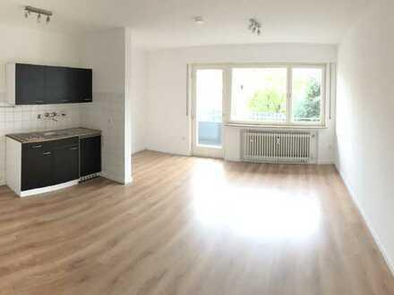 Sanierte 1-Raum-Wohnung mit Balkon und Kochgelegenheit in Rems-Murr-Kreis