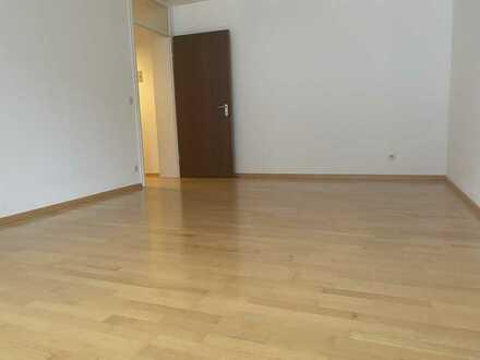 1 Zimmer Apartment, Balkon, sep. Küche, in saniertem Haus