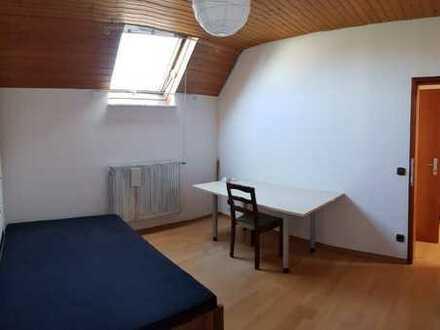 Frei zum 01.04 / möbliertes Zimmer im Haus mit Terrasse, BHS 18
