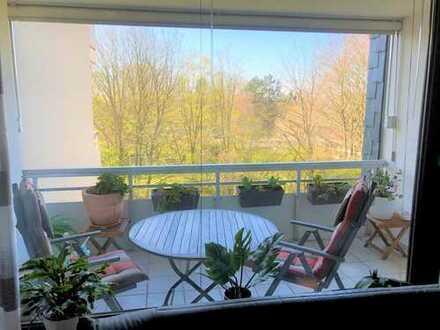 Gut geschnittene 3 Zimmer Wohnung – sehr gepflegter Zustand! Aufzug, Loggia und TG Stellplatz