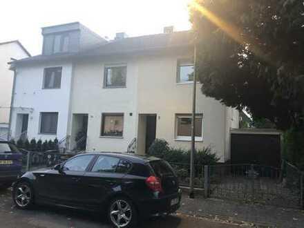 Schönes Haus mit drei Zimmern in Frankfurt am Main, Bergen-Enkheim