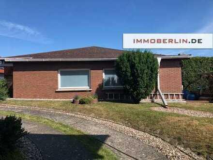 IMMOBERLIN: Einfamilienhaus plus vermieteter Bungalow