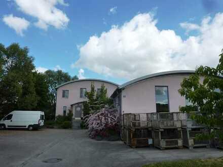 Hochwertige Gewerbehalle + liebevoll gebautes Wohnhaus + Fahrhof + Garten (Au/Hallertau)