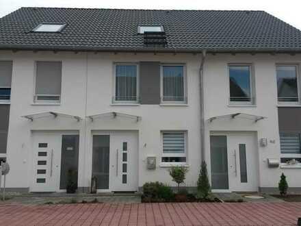 Neuwertiges Reihenmittelhaus mit fünf Zimmern in Darmstadt-Dieburg (Kreis), Bickenbach