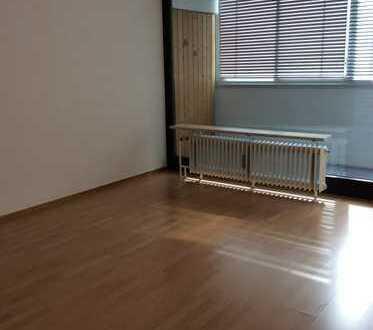 Gepflegte 1-Zimmer-Wohnung mit Balkon und Einbauküche in Augsburg Hochzoll