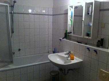 Helles Wg-Zimmer in 3-er WG frei! renoviert..