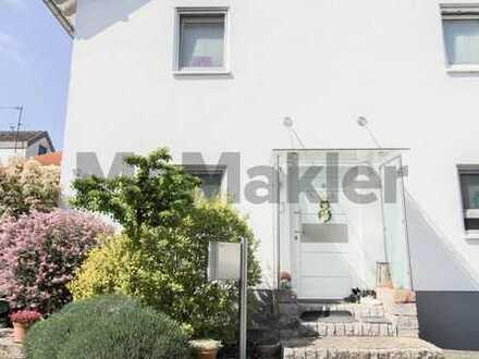 Modern, stilvoll, familienfreundlich: 5-Zi.-Quadrohaus mit Terrasse & kleinem Garten in Nauheim