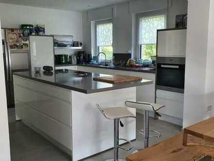 Wohnung 3-4 Zi 120qm EBK TL Wohnung mit dreieinhalb Zimmern sowie Balkon und Einbauküche in Krombach