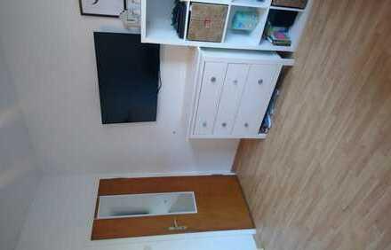 Schönes Zimmer in zentraler 3er-WG ab Anfang August :)