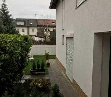 Zauberhaftes kleines Haus für Zwei oder alleine mit Balkon, Terrasse und Rasenfläche!