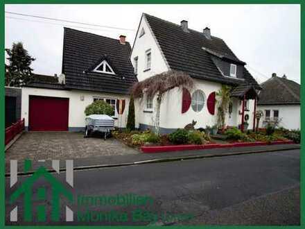 Ein- bis Zweifamilienhaus mit Garage und großem Garten