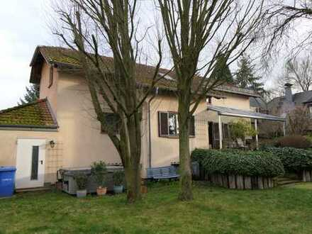 Freistehendes Einfamilienhaus nähe Waldrand mit sieben Zimmern in Darmstadt-Dieburg (Kreis), Münster